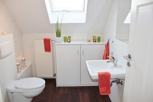 bathroom-1228427__340.jpg